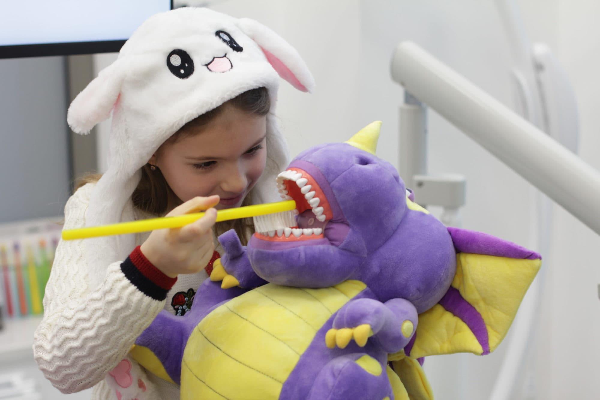 Лечение кариеса без истерик. Как подготовить ребенка к посещению стоматолога? Лайфхаки и советы.